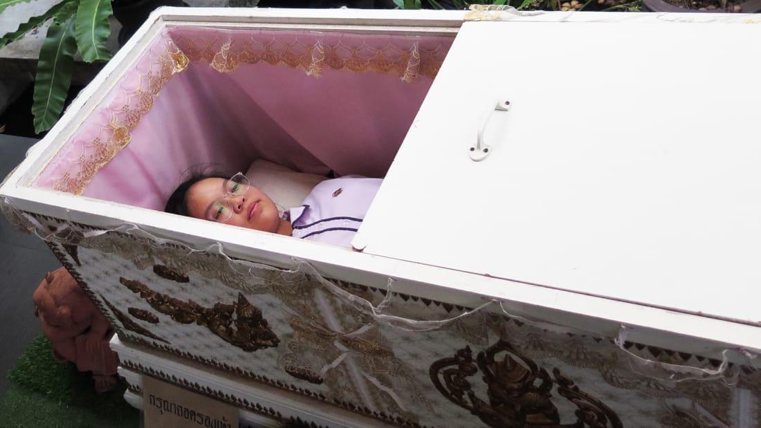 تجربه ای شگفت انگیز در کافه مرگ بانکوک