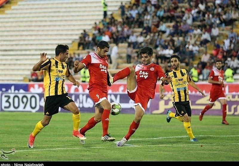حسینی: چند تیم برای جذب من با گل محمدی صحبت نموده اند، دوست دارم جایی باشم که بیشتر بازی کنم