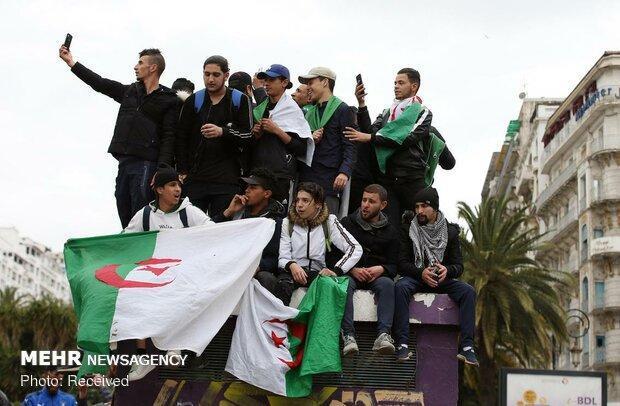 تجمع هزاران الجزایری در اعتراض به حضور بوتفلیقه در قدرت