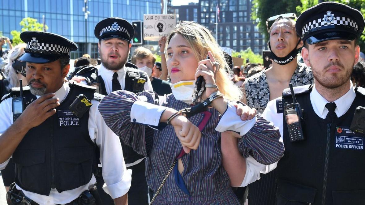 خبرنگاران دستگیری شماری از معترضان به نژادپرستی در انگلیس