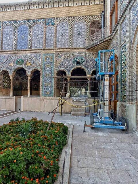 مرمتگران در کاخ گلستان