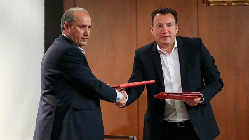 خبرنگاران وکیل فدراسیون فوتبال: افرادی که قرارداد ویلموتس را نوشته اند، باید توضیح بدهند