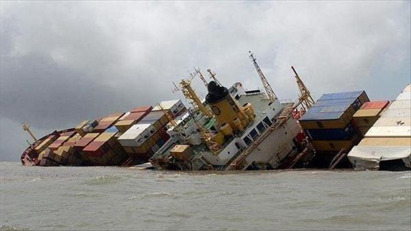 خبرنگاران یک شناور باری در شمال غربی خلیج فارس غرق شد