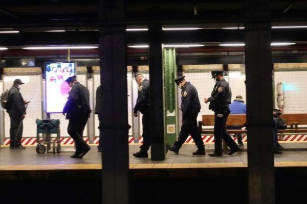 صدها پلیس آمریکایی در پی درگیری های خونین به مترو نیویورک گسیل شدند