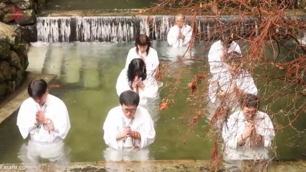 دعا در آب سرد برای خاتمه همه گیری کرونا